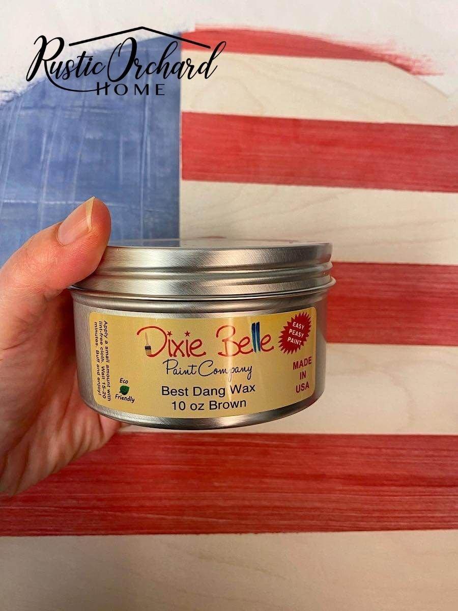 C'est la meilleure idée de décoration d'été!  Créez votre propre panneau de bois de drapeau américain à l'aide de ce didacticiel de décoration d'intérieur à thème patriotique et économique.