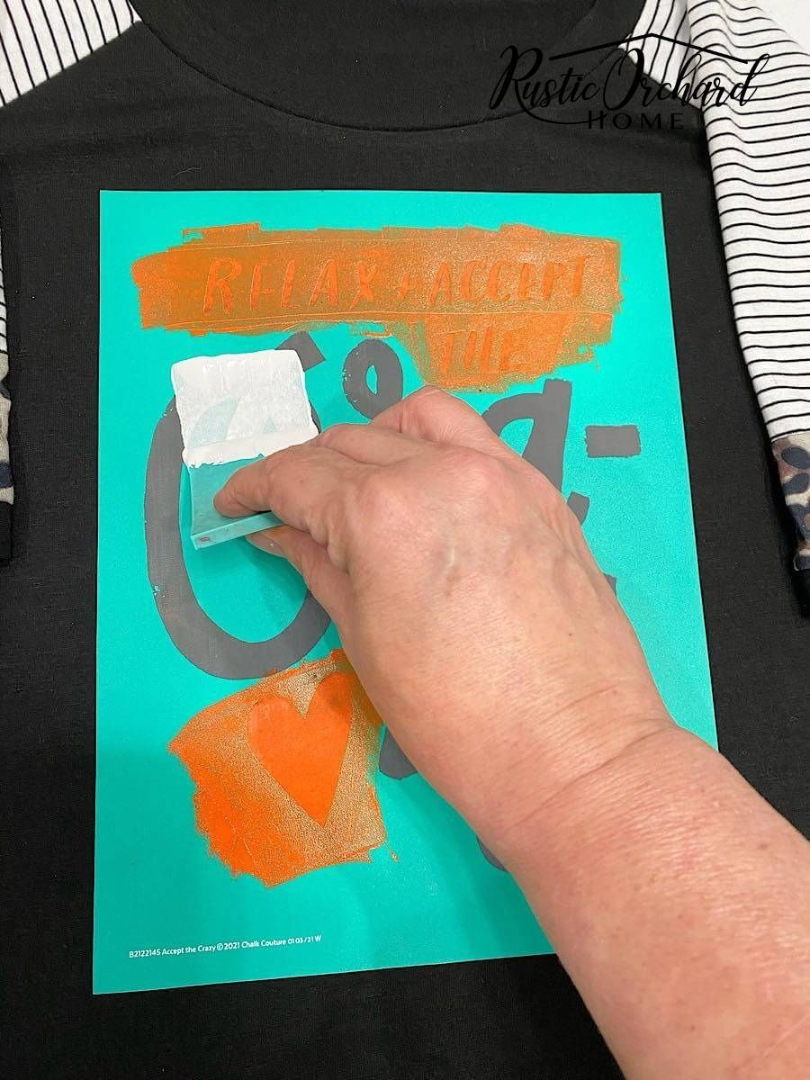 Apprenez à créer vos propres t-shirts avec l'encre Chalk Couture !